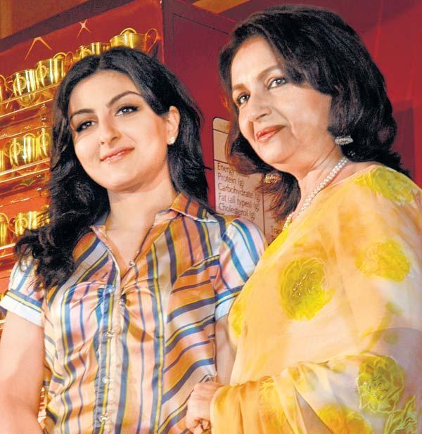 Soha Ali Khan With Mom Sharmila