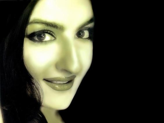 Soha Ali Khan Sweet Smile Pic
