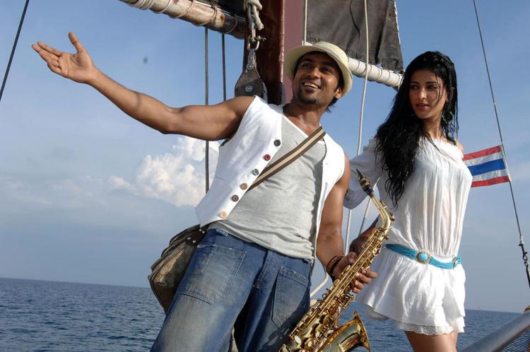 7th Sense Movie Surya and Shruti Haasan Still