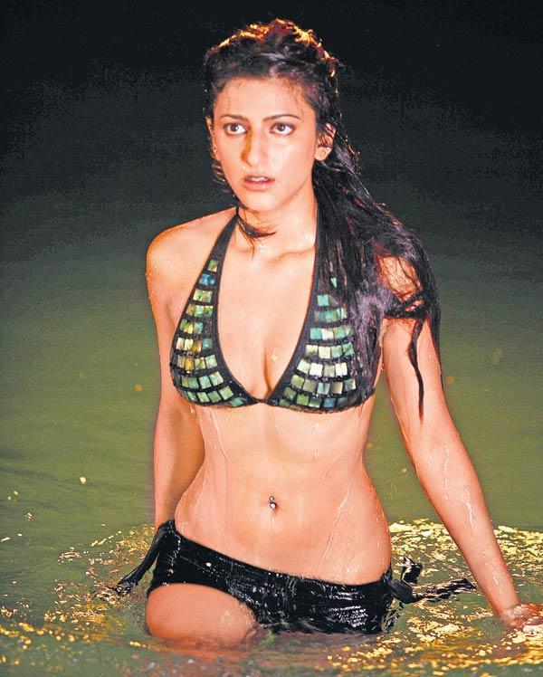 Shruti Haasan Bikini Hot Glamour Pic