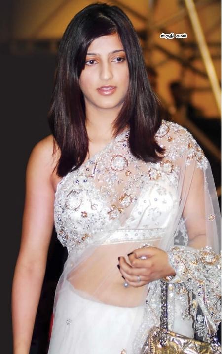 Shruti Haasan Nice Pic In White Transparent Saree