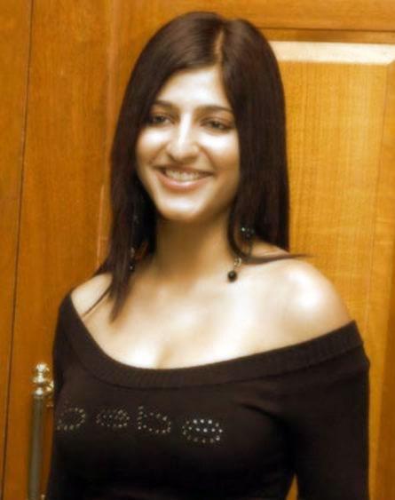 Shruti Haasan Smiling Face Hot Pic