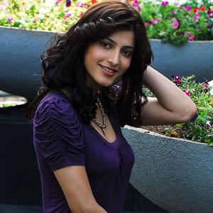 Shruti Haasan Sweet Face Beauty Still in Purple Dress