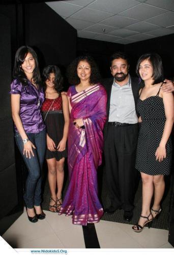 Shruti Haasan With Swetest Family