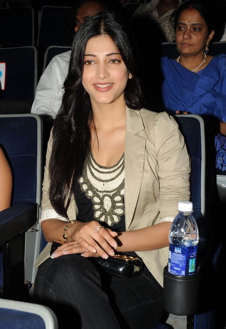 Shruti Hassan at 180 Movie Audio Launch Event
