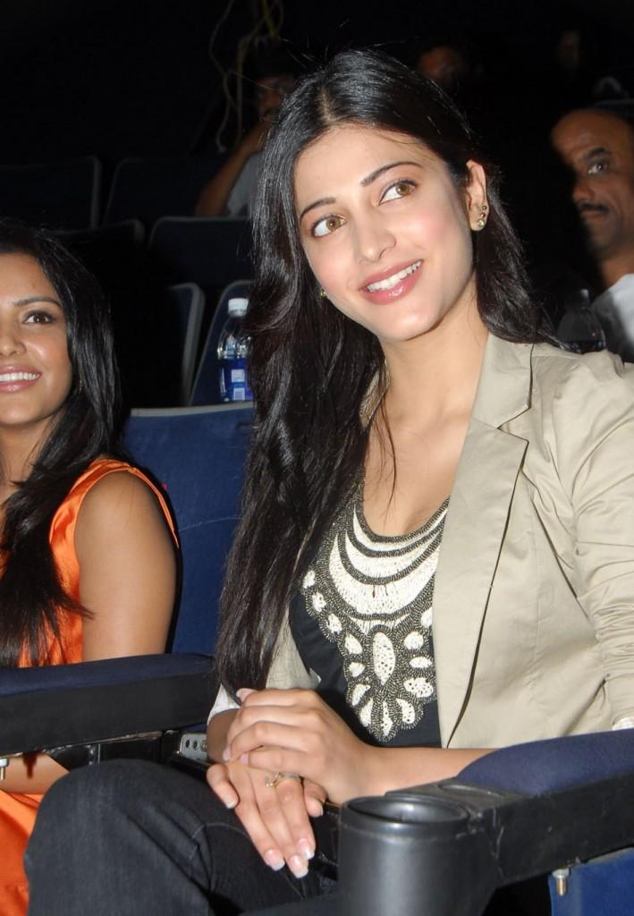 Shruti Hassan Cute Look  at 180 Movie Audio Launch