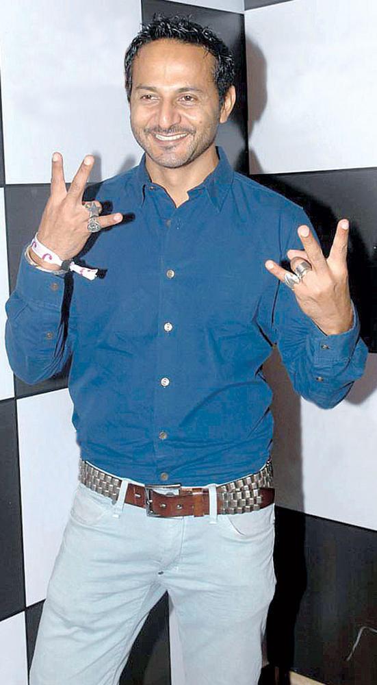 Nikhil Chinapa at DJ Magazine Launch in F Bar