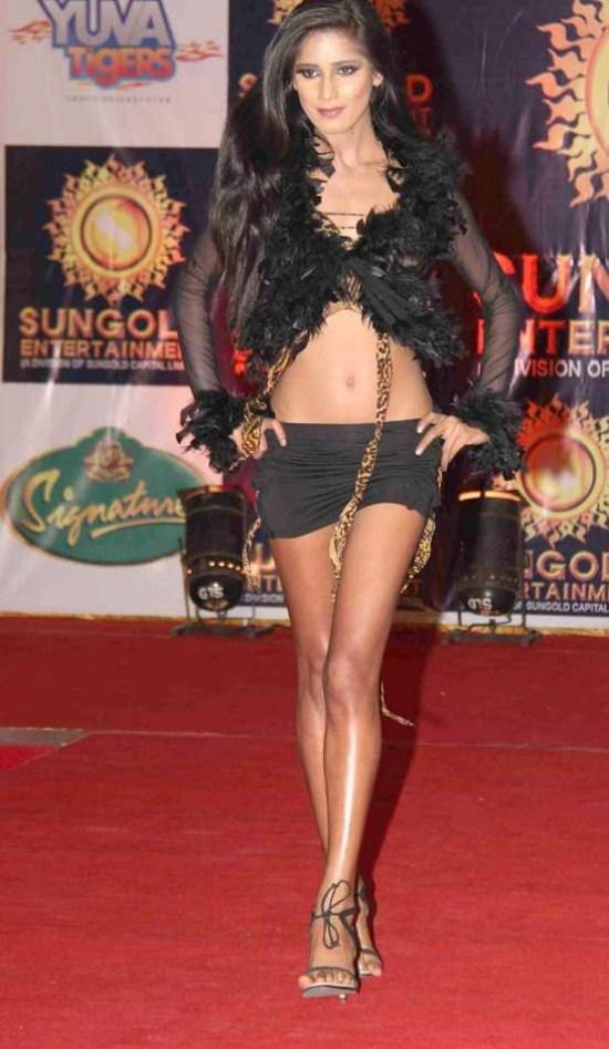 Poonam Pandey Sexy Still On Red Carpet