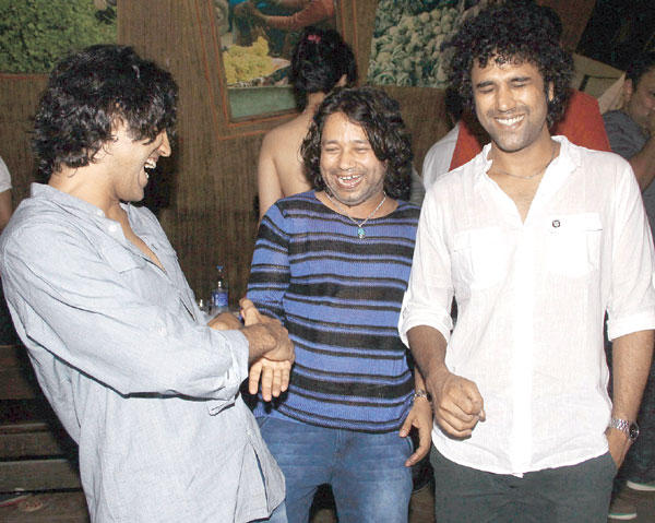 Paresh and Naresh with Kailash Kher at Kailash Kher's Birthday Party