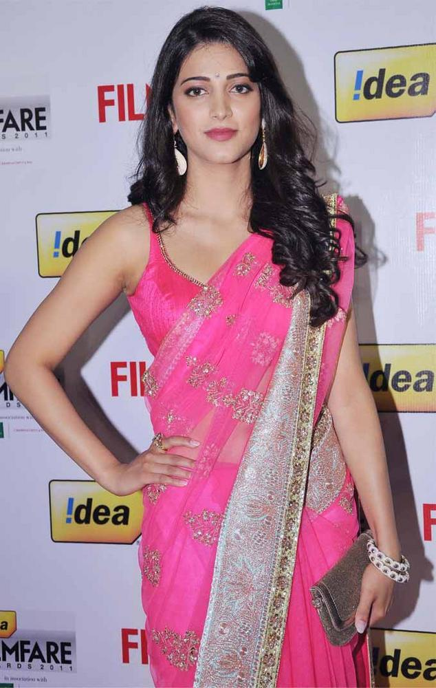 Shruti Hassan In Pink Saree Awesome Still at 59th Filmfare South Awards