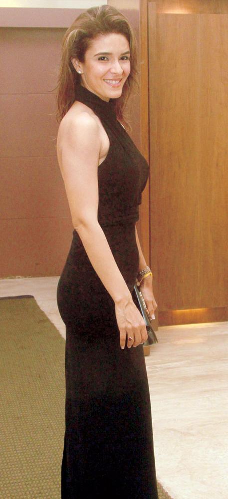Raageshwari Looks Sexy In Black Gown