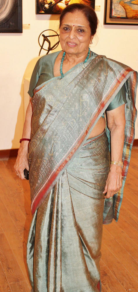 Sarayu Doshi In Saree at 13th Annual Artist Exhibition