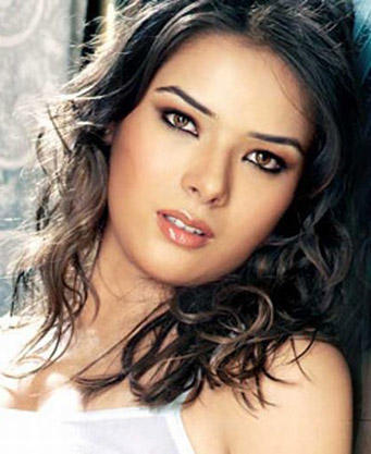 Udita Goswami Spicy Romantic Look Still