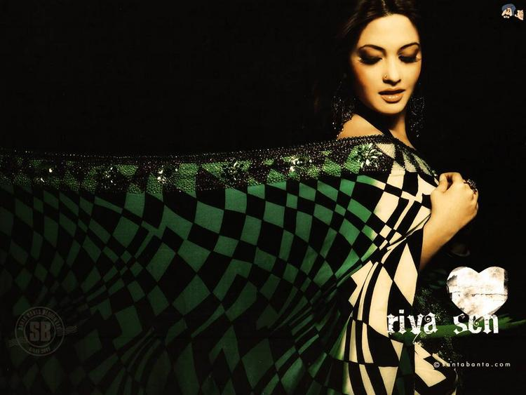 Riya Sen Spicy Look Saree Small Wallpaper