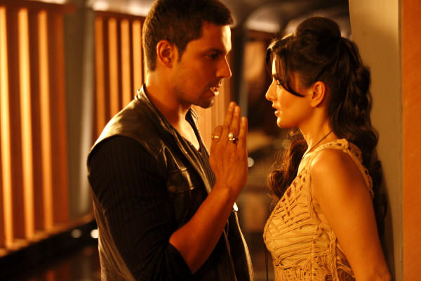 Sunny Leone and Randeep Hooda a Still From Jism 2