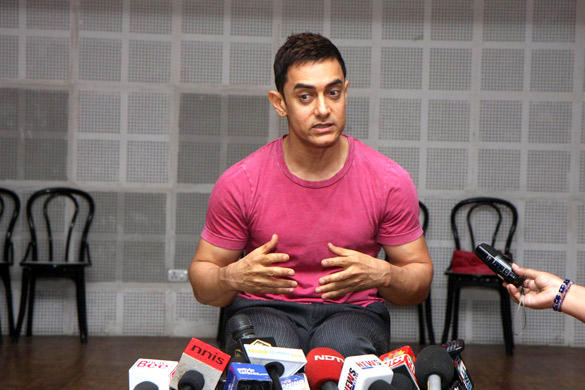Aamir at Indian Famous Reality Show Satyamev Jayate Media Conference Stills