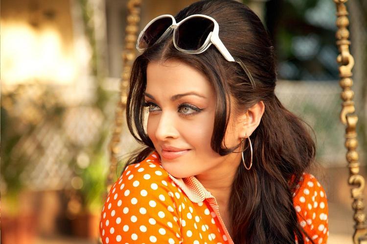 Aishwarya Rai Cute Sizzling Face Still