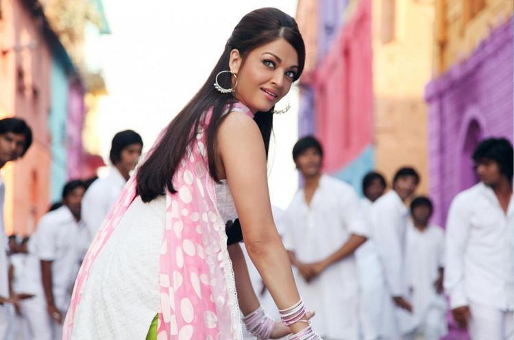 Aishwarya Rai Dancing Still In Action Replayy