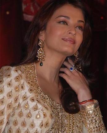 Aishwarya Rai Gorgeous Dress Sweet Picture