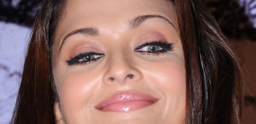 Aishwarya Rai Pink Lips Sweet Smile Pic