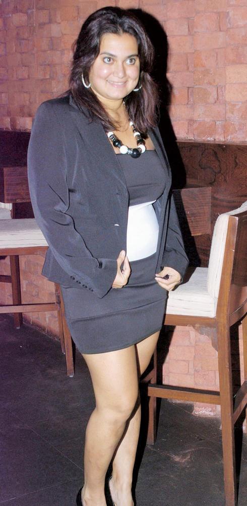 Divya Palat Sexy Pic At A Cocktail Party