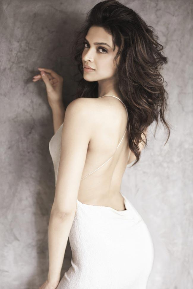 Deepika Looks Drop Dead Gorgeous in Backless White Gown