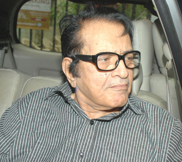 Manoj Kumar at Dara Singh Funeral