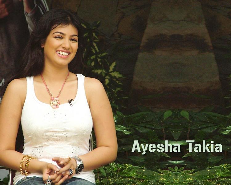 Ayesha Takia Cute Smile Pic