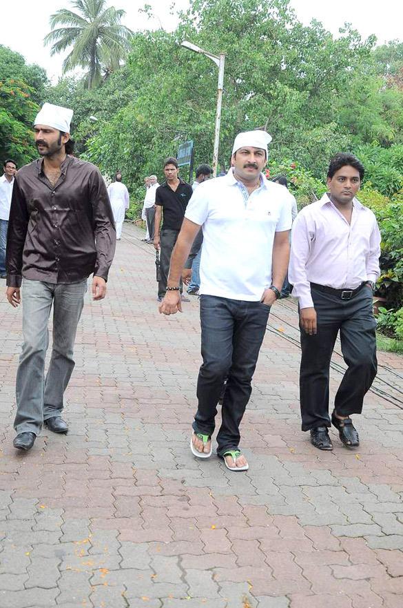 Celebs Spotted at Wrestler Dara Singh's Funeral