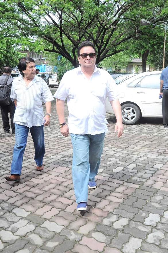 Rishi Kapoor During at Dara Singh's Funeral