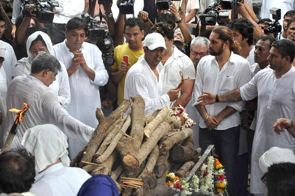 Vindu Dara Singh During His Father Dara Singh's Cremation in Mumbai