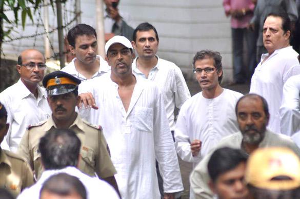 Vindu Dara Singh at His Father's Funeral