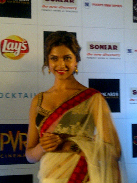Deepika Padukone Looks Beautiful In Saree at Cocktail Event