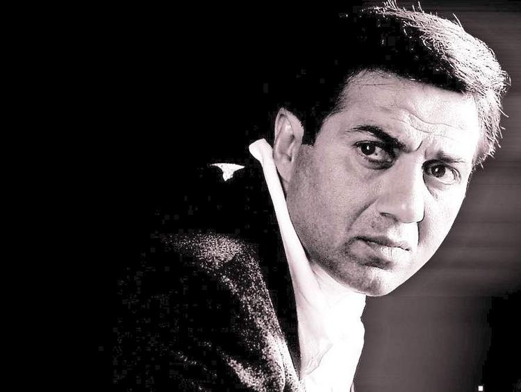 Sunny Deol Angry Look Pic