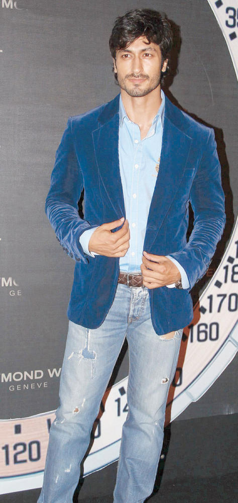 Vidyut Smart Look At Raymond Weil Store Launch Party