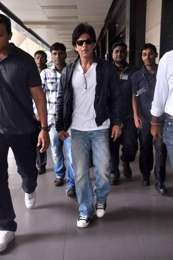 Bollywood Star Shahrukh Spotted At Airport