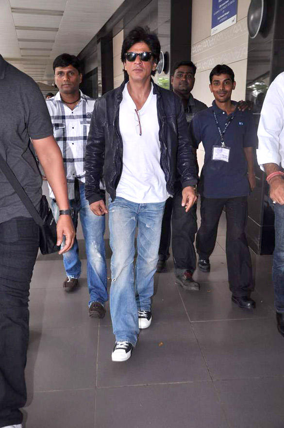 Nice And Cool Shahrukh  Spotted At Airport To Return From UK After Two Month Stay