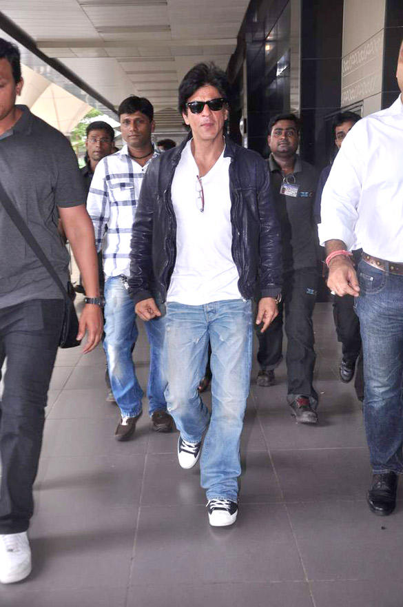 Shahrukh Spotted At Airport To Return From UK After Two Month Stay