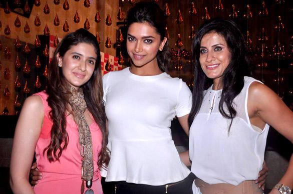Deepika With Friends During Launching The  Double Issue of Women's Health Magazine