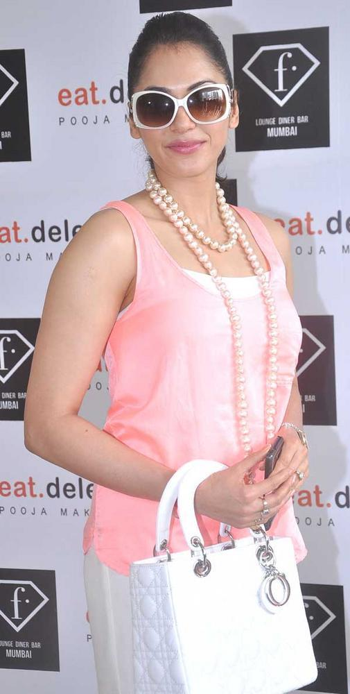 Isha At F Lounge and Diner Bar For Launching Pooja Book Eat.Delete