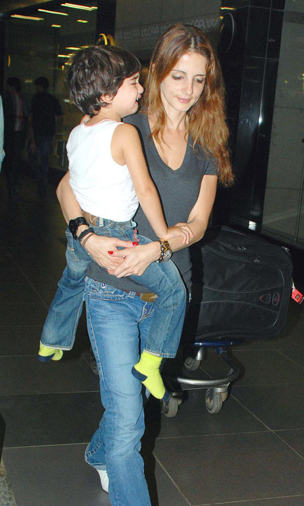 Suzanne With Her Son Hridhaan Spotted At The Airport