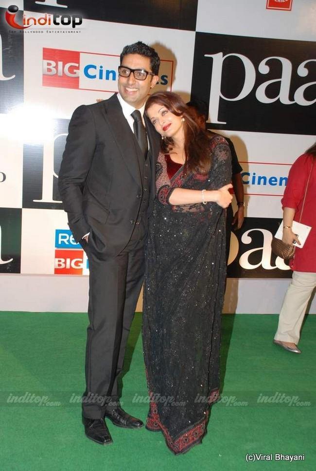 Aish and Abhi On Green Carpet at Paa Premiume