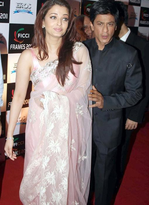 Aishwarya Rai Pretty Pink Saree Still With SRK
