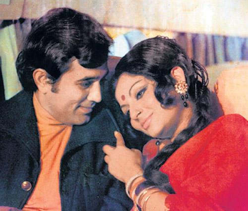 Rajesh Khanna and Sharmila Tagore On Romantic Mode Pic