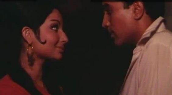 Rajesh Sexy Romantic Song with Sharmila Tagore From The Film Roop Tera Mastana