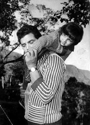 Dharmendra Nice Pic With His Kid