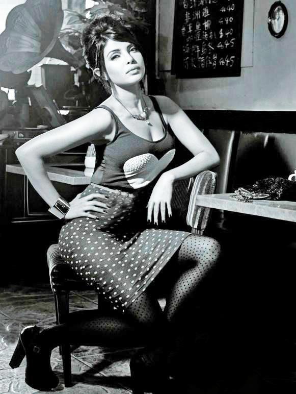 Priyanka Chopra Spicy Pose For Blender's Pride Fashion Tour