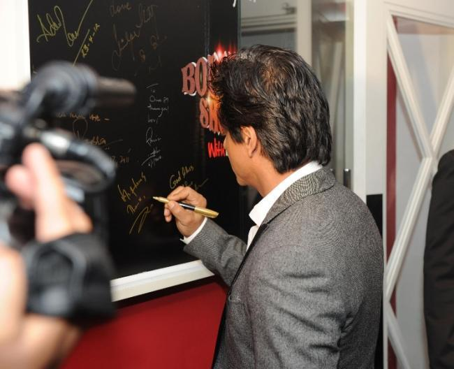 Shahrukh Khan Latest Still at Chack89 Restaurant In London