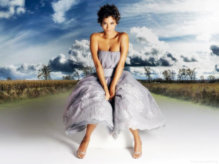 Halle Berry Sexy Spicy Photo Shoot