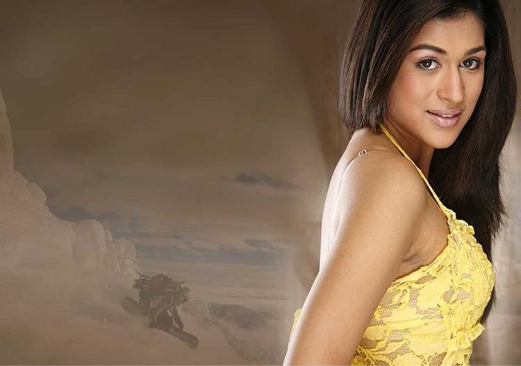 Shraddha Das Hot Romantic Look Still